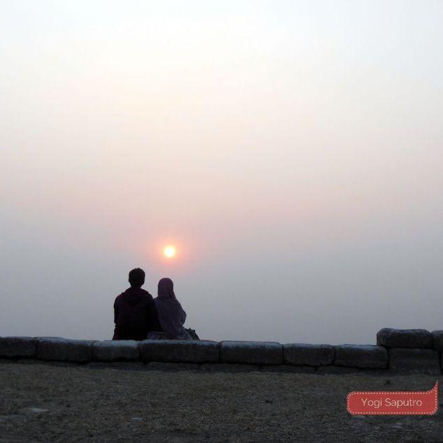 Matahari terbenam di Candi Ijo